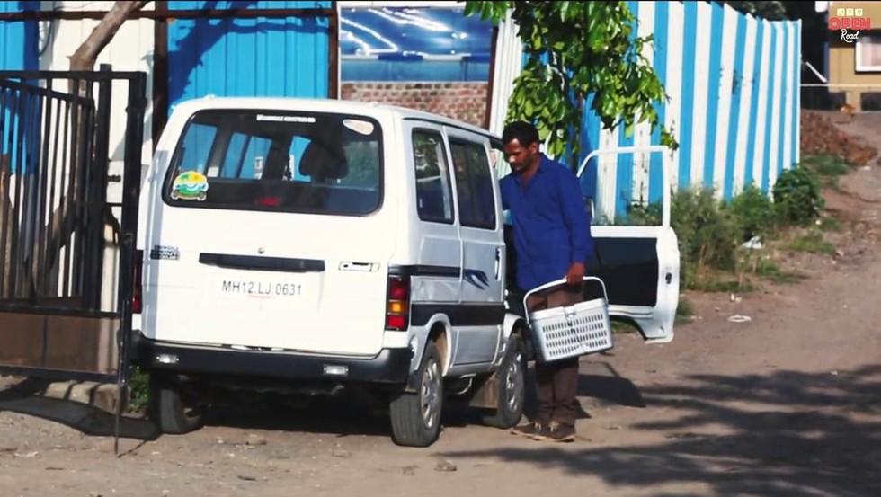 homem compra carrinha ajudar animais 1